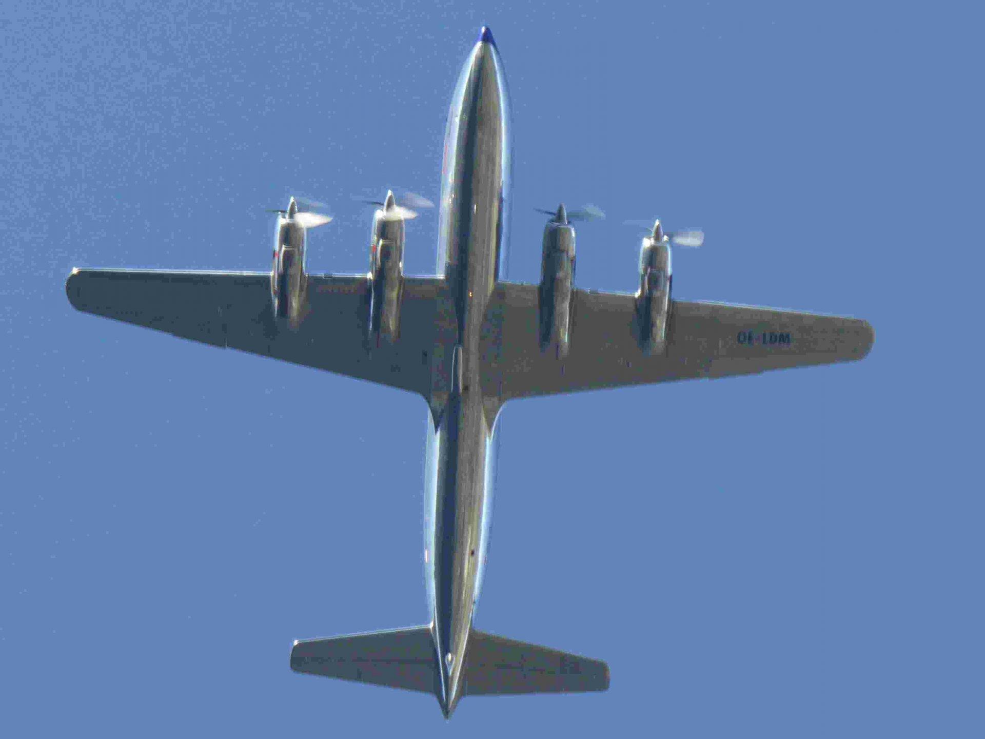 DC 6 Red Bull.jpg