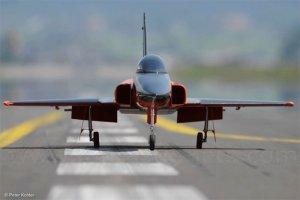 Fantastic-Jets-F-20-taxi.jpg