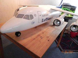 BAE 146 fertig mit Decals und Klarlack 004.JPG
