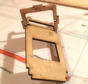 rumpf81-zusammenbau-servobrett-rumpfboden-web.jpeg