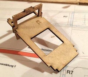 rumpf82-zusammenbau-servobrett-rumpfboden2-web.jpeg