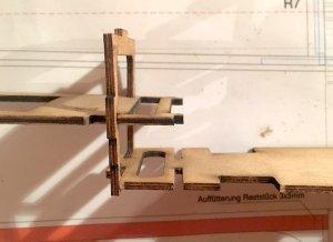 rumpf83-zusammenbau-servobrett-rumpfboden3-web.jpeg
