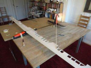 04_Flügel-auf-Rumpf-positionieren.jpg