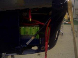 Motorhaube mit Akkus.JPG